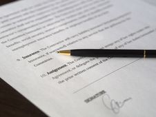 Free Signing Agreement Royalty Free Stock Photos - 95739938