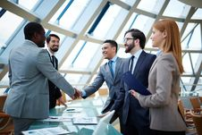Free Business Professionals Shaking Hands Royalty Free Stock Photos - 95740128