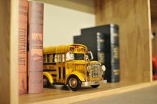 Free Toy School Bus On Bookshelf Stock Images - 95740204