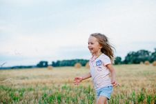 Free Carefree Young Girl In Stubble Field Royalty Free Stock Photo - 95798415