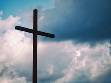 Free Cross Against Blue Skies Royalty Free Stock Images - 95798509