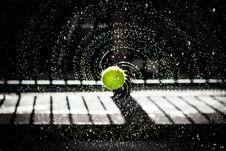 Free Tennis Ball Splashing Water Stock Photo - 95798510