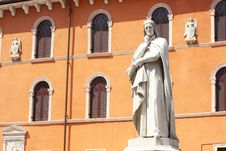 Free Statue Of Dante Alighieri In Verona Stock Photography - 9580652