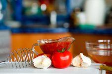 Free Preparing Tomato Poignant Sauce Royalty Free Stock Image - 9582236