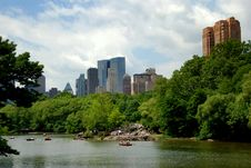 Free NYC: Central Park Boating Lake And Skyline Royalty Free Stock Photos - 9586408