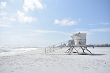 Free Life Guard Station On Empty Beach Stock Images - 95868324