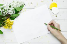 Free Hand Holding A  Green Pencil  Stock Photos - 95868403
