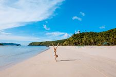 Free Woman Doing Handstand On Beach Stock Photography - 95868472