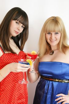 Free Two Pretty Friends With Cocktail Royalty Free Stock Images - 9592589