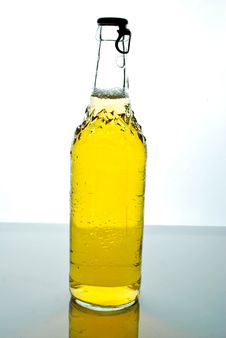 Free Beer In A Bottle Royalty Free Stock Photos - 9593638