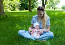 Free Baby In Mother S Lap Outdoors Royalty Free Stock Photo - 9595075