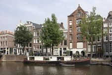 Free Canal Scene With Houseboat, Amsterdam Royalty Free Stock Photos - 9597428