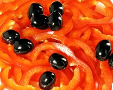 Free Red Pepper And Black Olives Royalty Free Stock Photos - 9598058