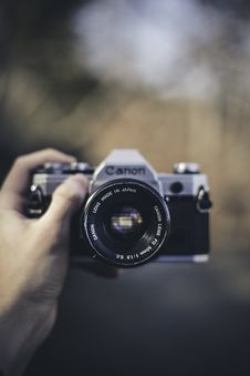 Free Person Holding Retro Canon Camera Royalty Free Stock Image - 95931766