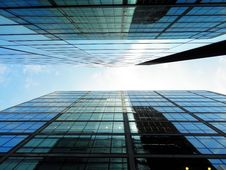 Free Modern Architecture From Low Angle Against Blue Skies Royalty Free Stock Photography - 95931817