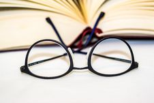 Free Eyeglasses With Book Royalty Free Stock Image - 95931846