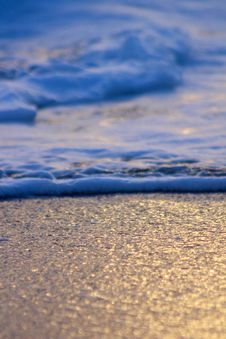 Free Waves On Sandy Beach Stock Image - 95931871