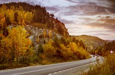 Free Road In The Mountains Stock Photo - 95997140