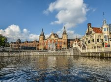 Free Canal And Medieval Buildings Royalty Free Stock Images - 95997179