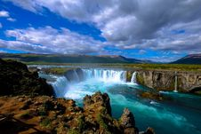 Free Cascading Waterfall And River Stock Photography - 95997202