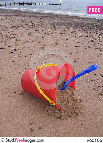Free Bucket And Spade Royalty Free Stock Image - 960106