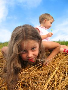 Free Girls On Hayrack Stock Photography - 963782