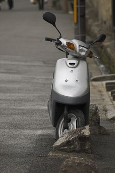 Free Silver Scooter Royalty Free Stock Photo - 965055