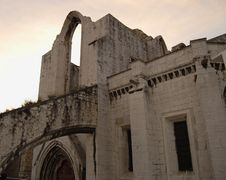 Free Arch Of The Old Cathedral In Lisbon Stock Photography - 966222