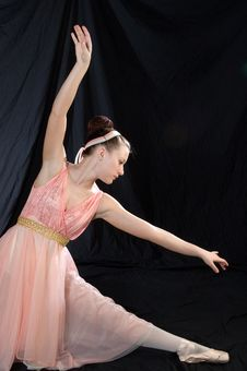 Free Graceful Ballerina Royalty Free Stock Photography - 967937