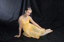 Free Seated Ballerina Royalty Free Stock Photo - 968035