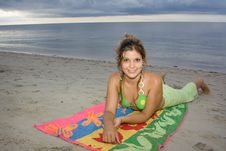 Free Beautiful Lady Smiling In The Beach (II) Royalty Free Stock Image - 9608196