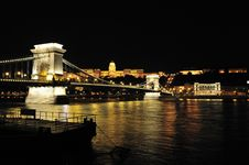 Free Szechenyi Chain Bridge And Buda Castle At Night Royalty Free Stock Photos - 9609628