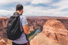 Free Backpacker On Horseshoe Bend Stock Photos - 96054863