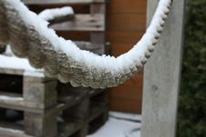 Free Snow Covered Rope And Wooden Pallets Royalty Free Stock Photos - 96055108