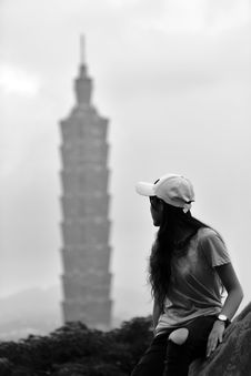 Free Woman Looking At High Rise Tower Stock Photo - 96055210