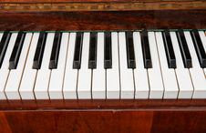 Free Keys Of Old Piano Stock Photo - 9610470
