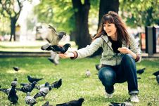 Free Happy Woman With Doves In Park Stock Photo - 9610580