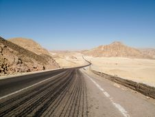 Free The Road In The Desert Royalty Free Stock Photography - 9611177