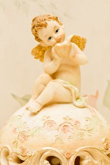 Free Cherub With Heart Stock Image - 9611841