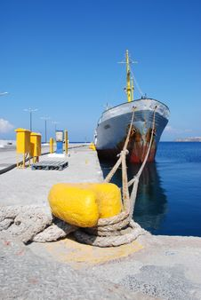 Free Old Rusty Water Boot In Greece Royalty Free Stock Photos - 9611888