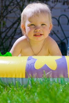 Free Little Girl In Yellow Pool Stock Photography - 9614892