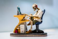 Free Skeleton Sculpture Working At Computer Stock Photo - 96113850