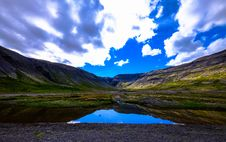 Free Blue Skies Reflecting In Lake Stock Photography - 96114022
