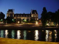 Free Night At The Seine Paris Royalty Free Stock Photos - 96118208