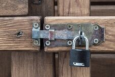 Free Padlock On Wooden Gate Royalty Free Stock Images - 96135209