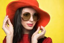 Free Vintage Woman In Sunglasses And Red Hat Stock Images - 9621854