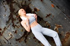 Free Blond Female Jogger Leaning Against A Wall Royalty Free Stock Image - 9622586