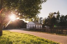Free White And Grey House Beside Empty Road During Sunset Stock Image - 96215461