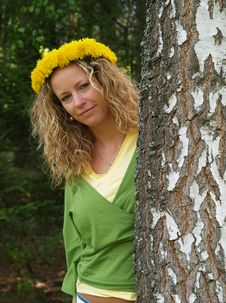 Free Curly Girl With Dandelion Chain On Head Stock Photos - 9632383