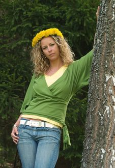 Free Curly Girl With Dandelion Chain On Head Stock Photo - 9632420